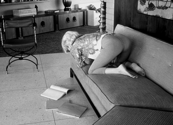 barris marilyn monroe reading