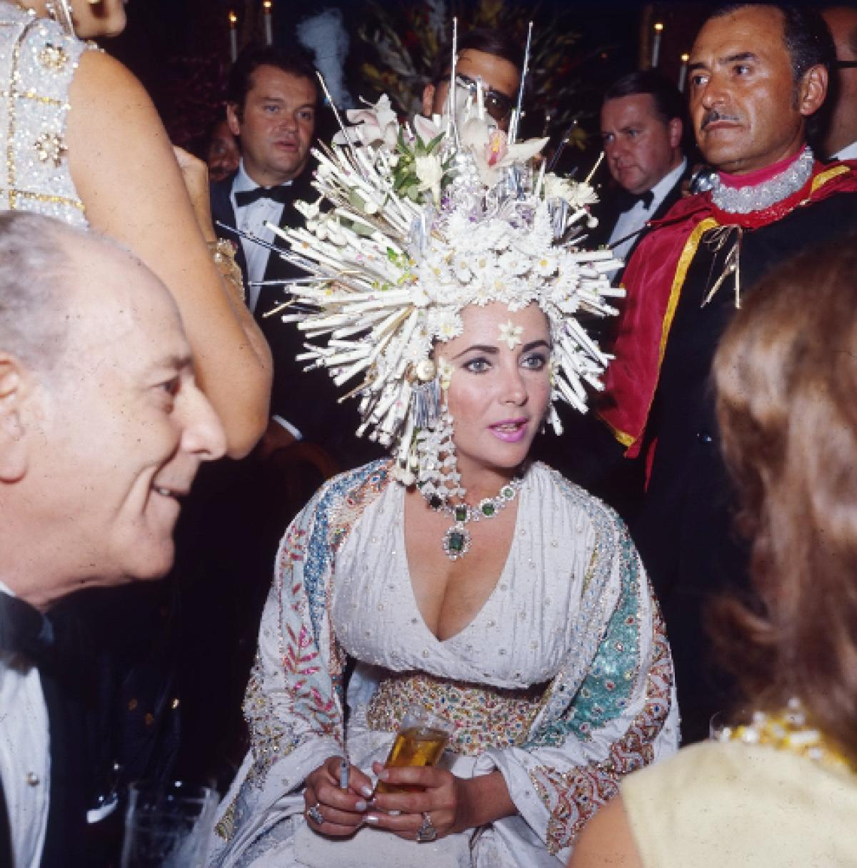 An Ode To Elizabeth Taylor S Headdress Ie Every Findable
