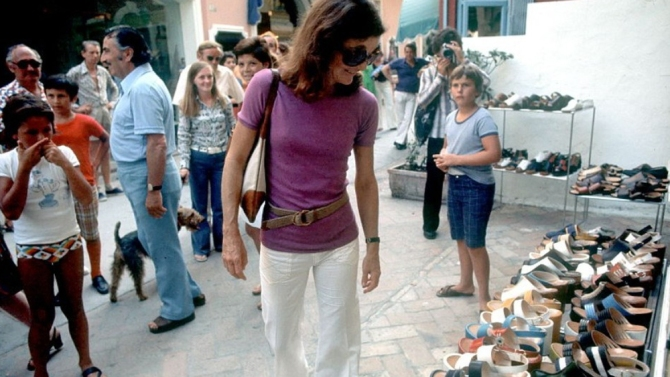 jackie-o-looking-at-sandals