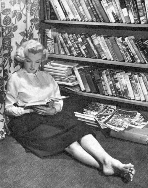 Marilyn Reading a Book Marilyn Monroe Even Read