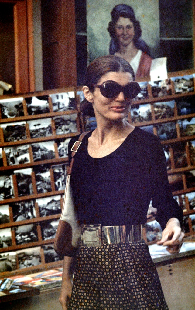 (jackie onassis, august 1970, by ron gallela)