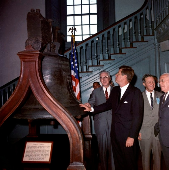 JFK-Views-Liberty-Bell-In-Philadelphia-July-4-1962