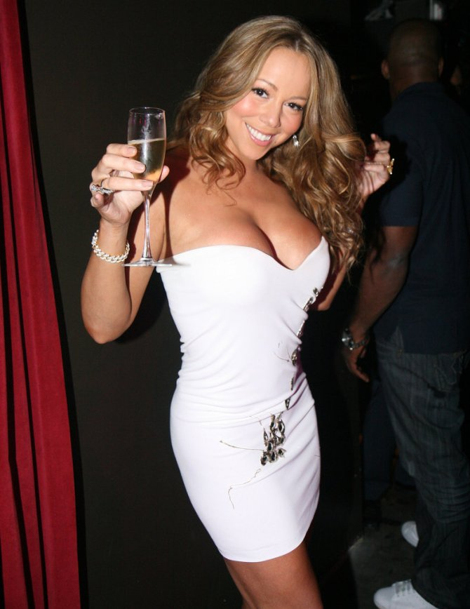 Mariah-Carey-flaunted-her-curves-along-bottle-bubbly