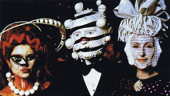 Extraordinary-Photos-From-A-1972-Rothschild-Surrealist-Dinner-Party-F