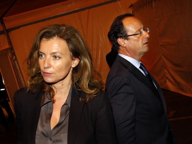 Francois-Hollande-et-Valerie-Trierweiler-au-salon-du-livre-de-Brive-La-Gaillarde-le-4-novembre-2011_exact1024x768_l