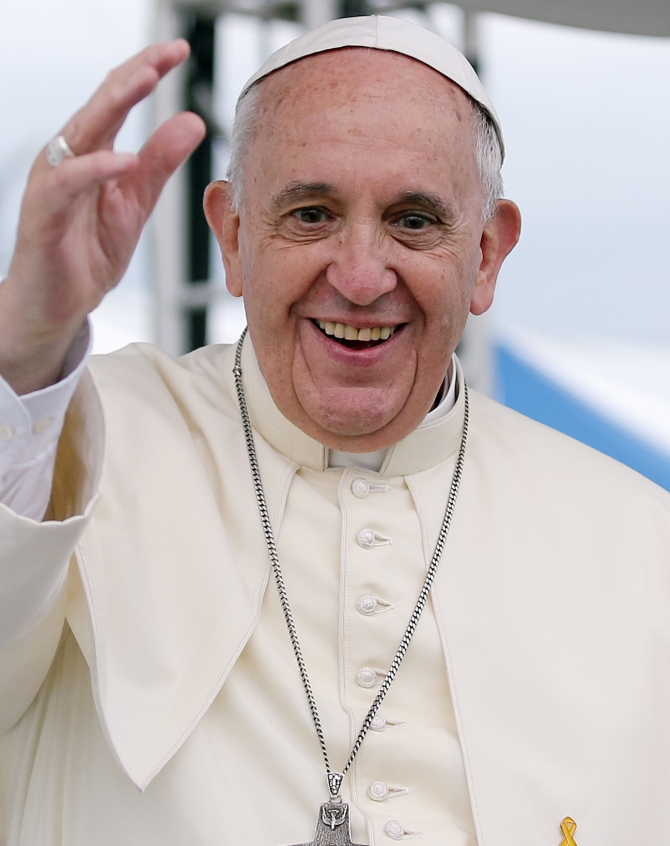 Pope_Francis_Korea_Haemi_Castle_19_(cropped)