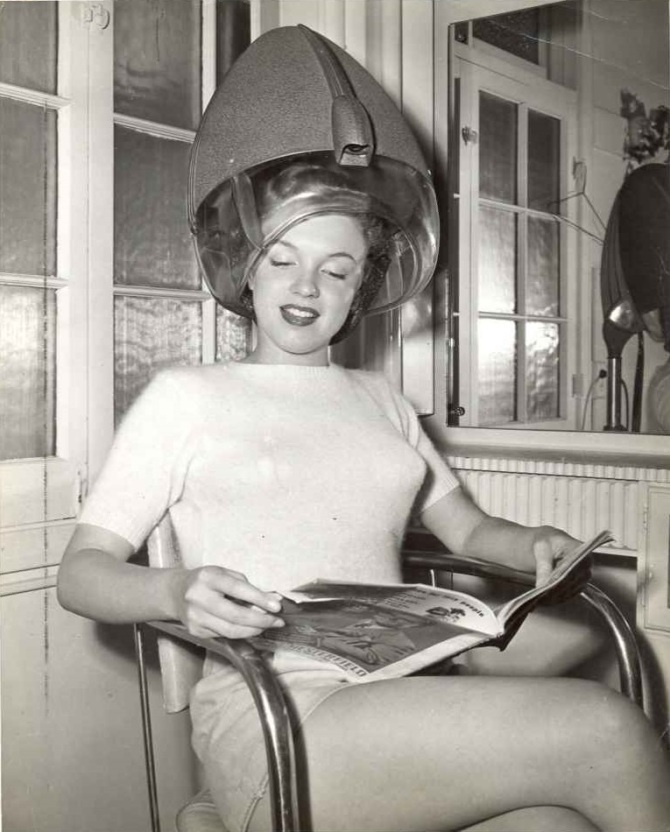marilyn monroe drying her hair