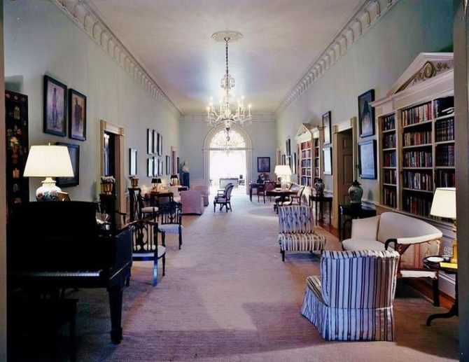 white house, upstairs, center hall