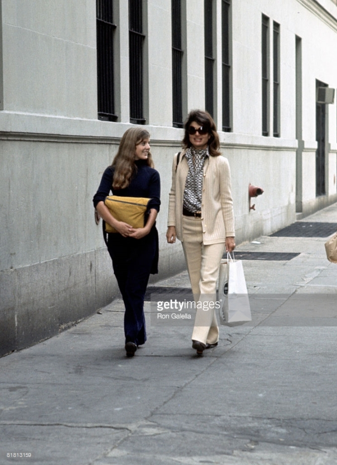 (Jackie Onassis and Caroline Kennedy Walking On 85th Street After Shopping, 5 October 1971, by Ron Galella)